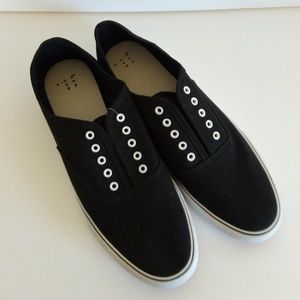 NWT Womens Layla Lace Up Canvas Sneakers Size 11